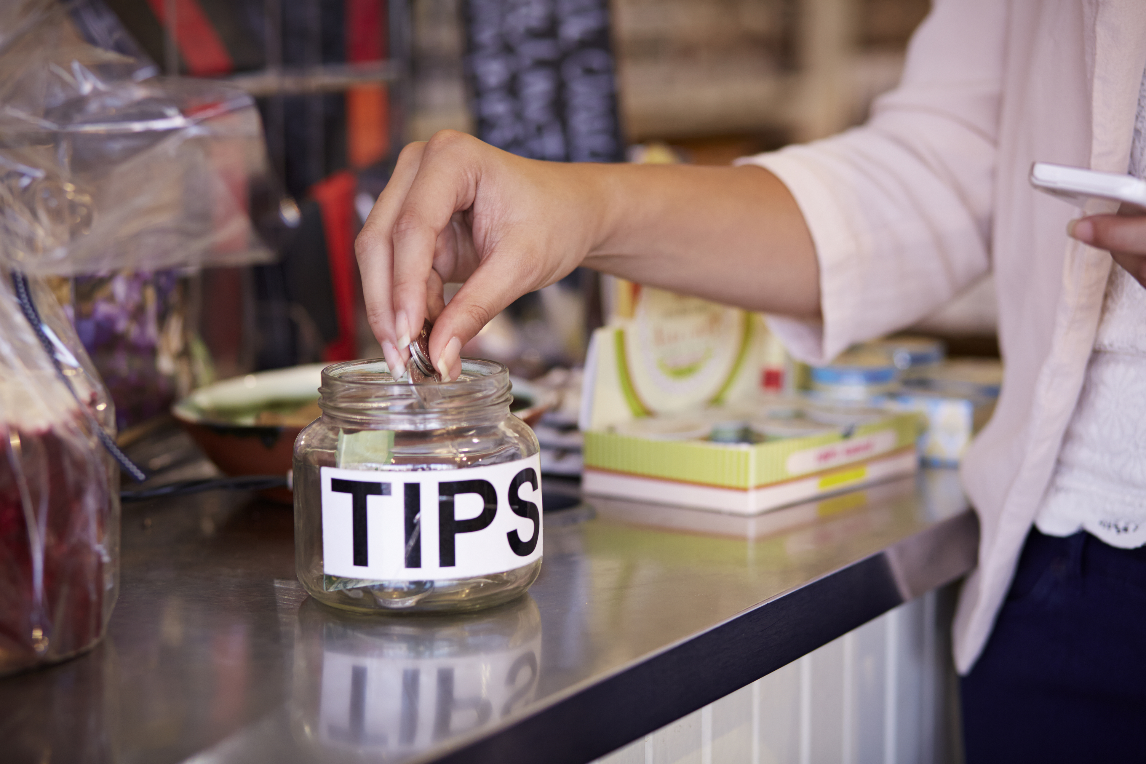 Infographic: To Tip Or Not to Tip?
