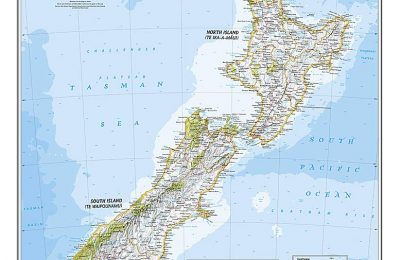 National Geographic: New Zealand Classic Wall Map – Laminated (23.5 x 30.25 inches) (National Geographic Reference Map)