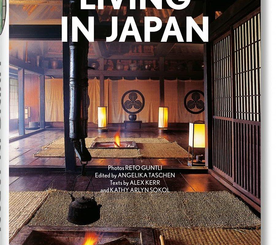 Living in Japan (Bibliotheca Universalis) --multilingual